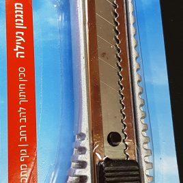 סכין חיתוך (יפני), להב רחב,  גוף מתכת, נוחה לאחיזה עם מנגנון נעילה.