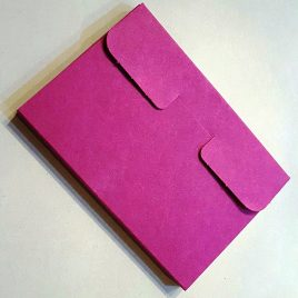 """מארז 4 כיסים, נייר קרפט צרפתי  אדום בורדו מחוספס 325 גרם מיועד לגלויות 10X15 ס""""מ"""