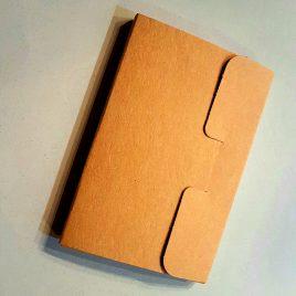 """מארז 4 כיסים, נייר קרפט צרפתי גוון חרדל מחוספס 325 גרם לגלויות בגודל 10X15 ס""""מ"""