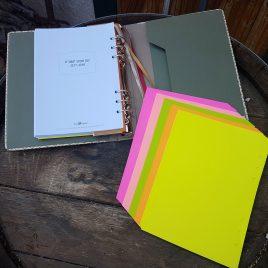 """דפים זוהרים( פלורסנט) לפלאנר- גודל 21X15 ס""""מ – A5 , מכיל 50 דפים זהים או שונים"""